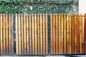 fence-405914_640